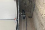 Привод промышленных секционных ворот с цепью аварийного открывания