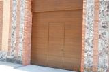 Секционные ворота со встроенной дверью