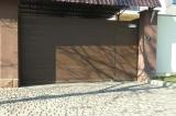 Откатные ворота на опорном ролике со встроенной калиткой сендич панель коричневая