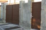 Распашные ворота и калитка сендвич-панель тёмный дуб вид снаружи