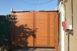 Распашные ворота цвет золотой дуб со встроенной калиткой и автоматикой