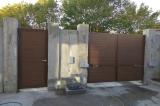 Ворота распашные с автоматикой для ворот и калитка вид изнутри