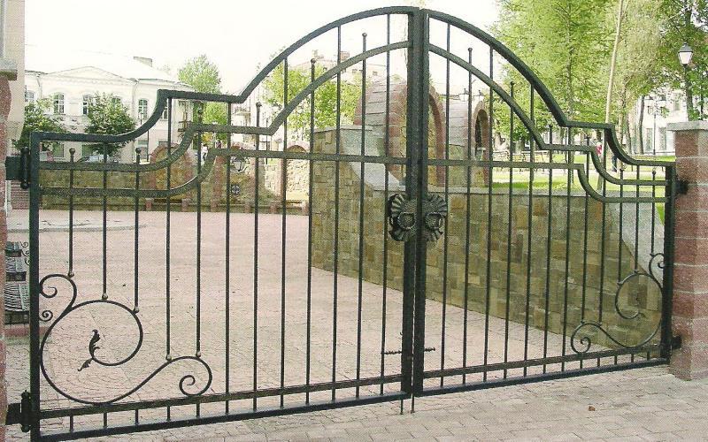 Кованые ворота – мода или классика?