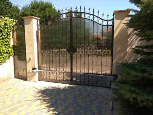 Распашные ворота - эффективный элемент безопасности